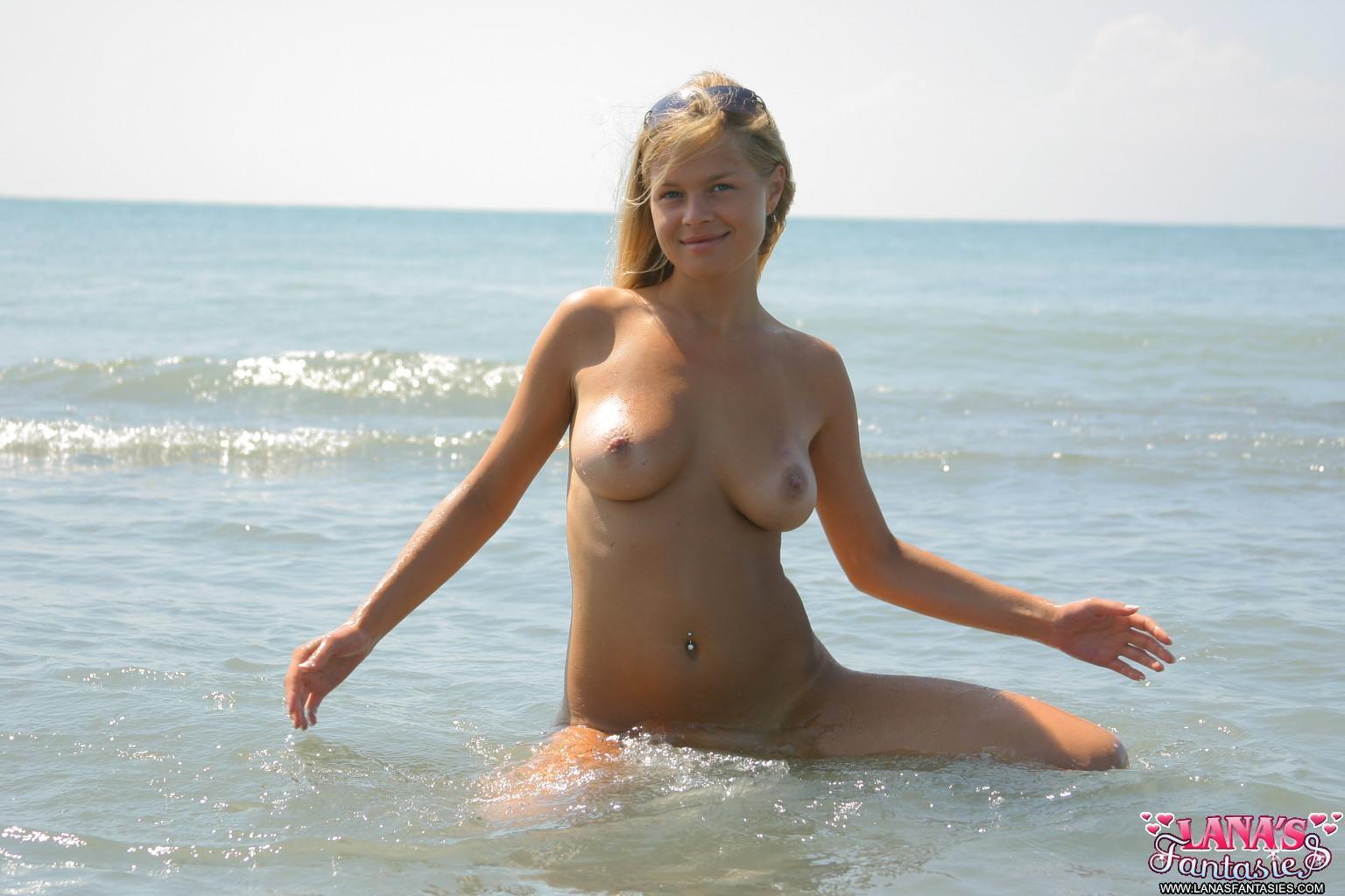 naked hot ckick gettin it
